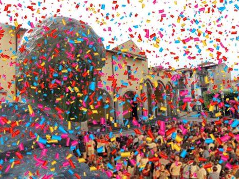 Piazza san Francesco coriandoli di carnevale